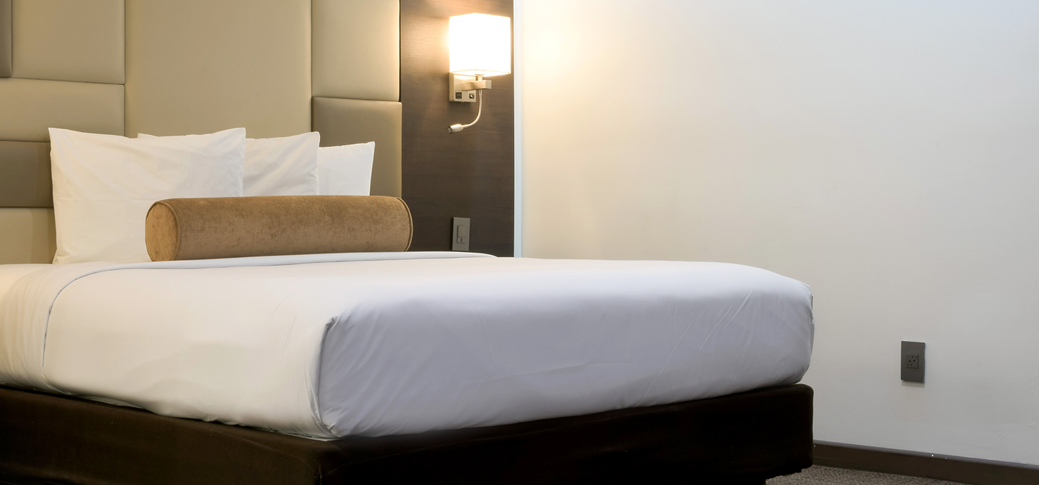 SEASONED TRAVELERS PREFER THE WELL-APPOINTEDGUEST ROOMS AND SUITES AT OUR GLENDALE HOTEL