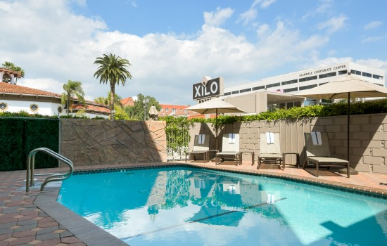 Welcome To Hotel Xilo Glendale - Sparkling Outdoor Pool