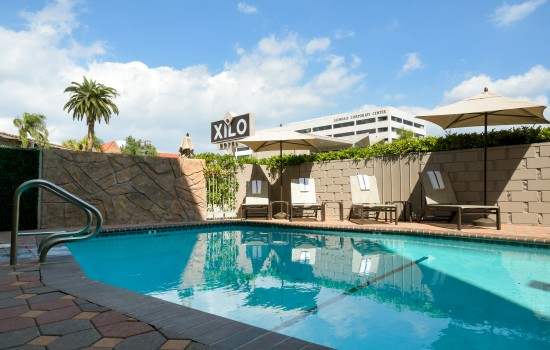 Welcome To Hotel Xilo Glendale - Inviting Pool